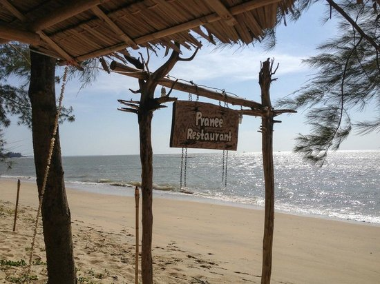 Pranee Beach Bungalows: View from restaurant