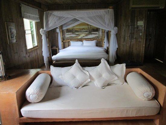 Phu Chaisai Mountain Resort: Magnifique lit à Baldaquin à faire rêver les filles....