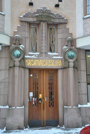Hellsten Helsinki Parliament : entrée de l'hôtel