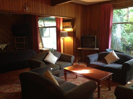 Mountain Grand Guest House: Other side of the communal lounge