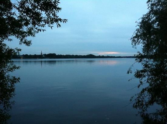 Crowne Plaza Hamburg - City Alster: 5 min fußweg bis zur alster. perfekt zum joggen und enten füttern...