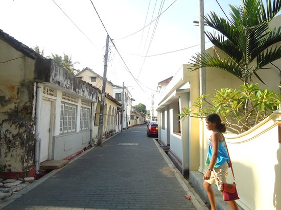 Galle Heritage Villa by Jetwing: Road facing the villa