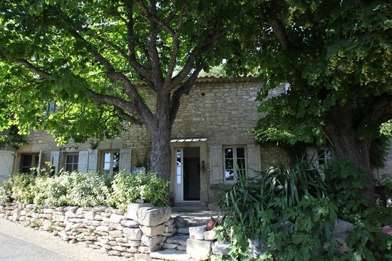 Le Mas des Arts: front of the house