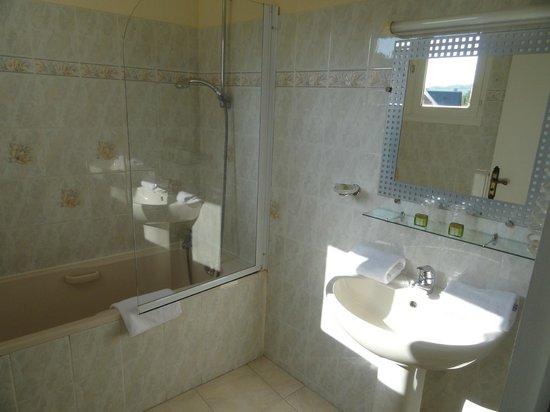 Au Site Normand Hotel-Restaurant : salle de bains