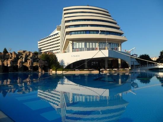 Titanic Beach Lara Hotel: Titanic pool area