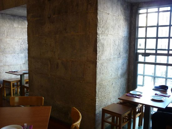 Enoteca Chafariz do Vinho: The dining room