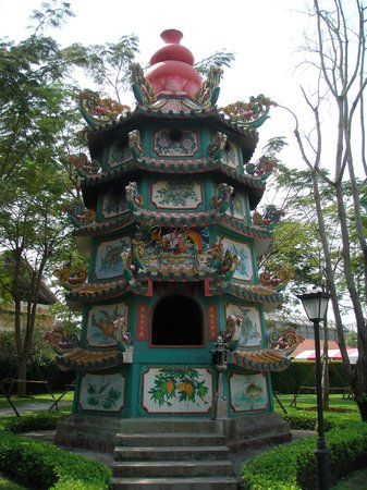 Suphan Buri, Thailand: Dragons Decendants Museum and Temple