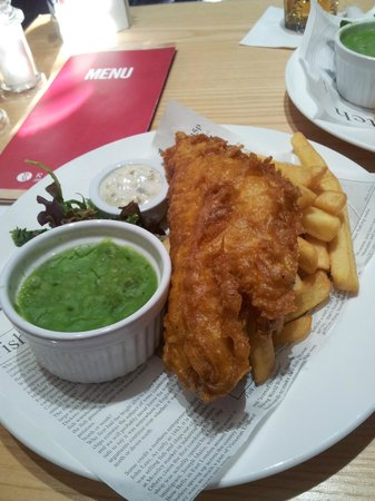 Sandman Signature London Gatwick Hotel: Lovely fish and chips
