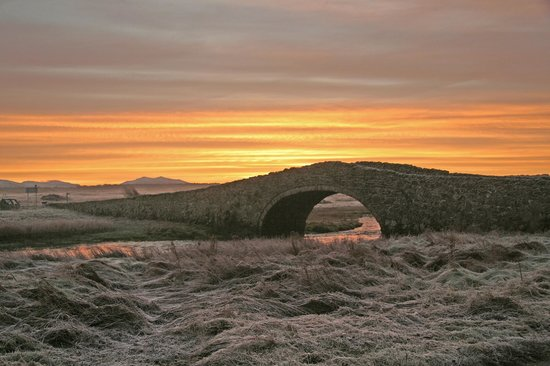 The Prince Llewelyn Bed & Breakfast: Sunrise over Aberffraw bridge