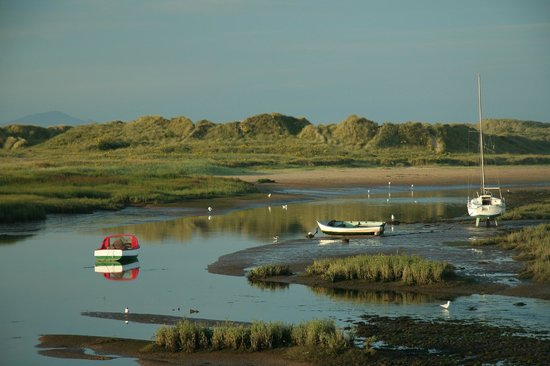 The Prince Llewelyn Bed & Breakfast: View from Aberffraw Bridge