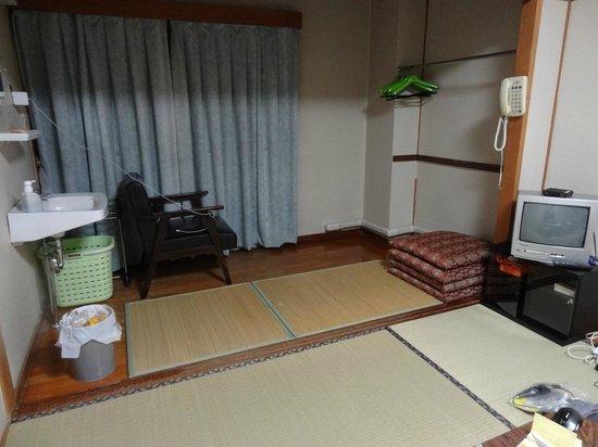 Nagasaki Catholic Center : A large tatami room