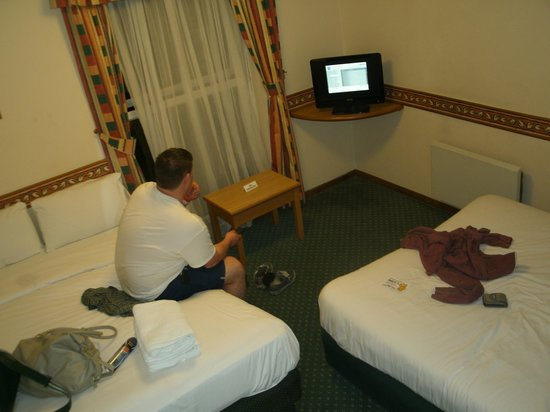 Days Inn Leicester Forest East M1: Excuse the mess, it had been a long day !!!
