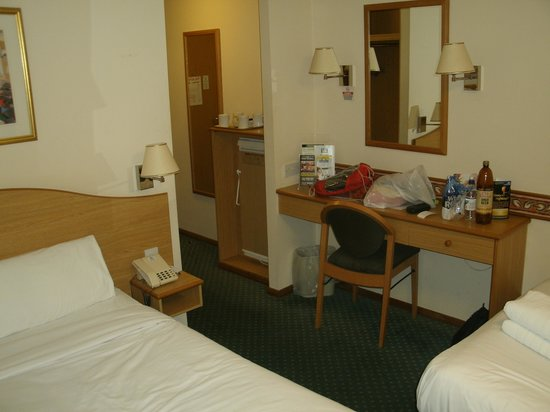 Days Inn Leicester Forest East M1: Excuse the mess, it had been a long day !!