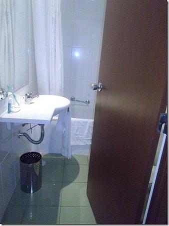Hotel Orquidea: pas de place et pas de rangement