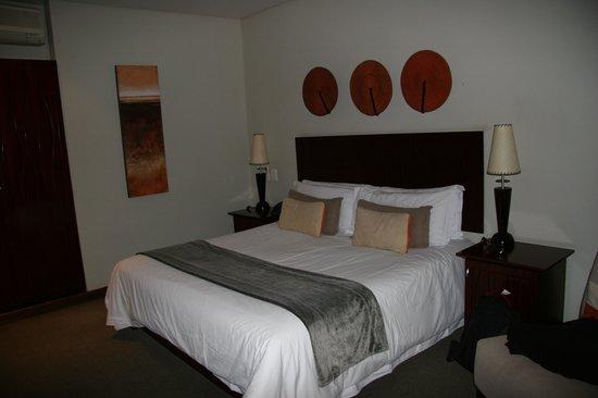 Maropeng Boutique Hotel: King-Size-Bett