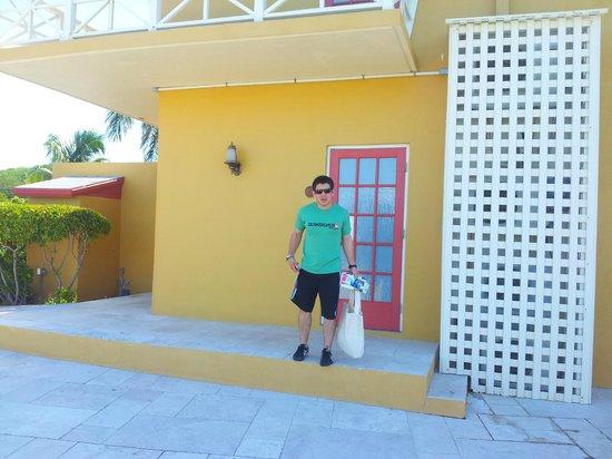 Augusta Bay Bahamas: puerta de la habitacion,  la mejor para nosotros