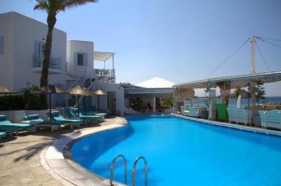Mykonos Palace Beach Hotel: Pool Area during day