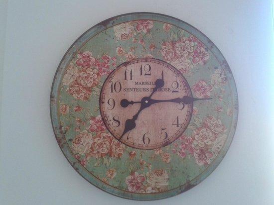 B&B Altair: horloge salle à manger