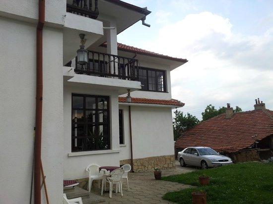 Hotel Perenika : View onto the balcomy from the garden