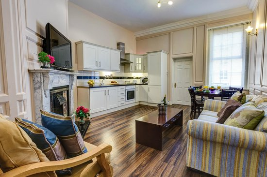The Kingfisher Capel Street Apartments: The Kitchen/dining room