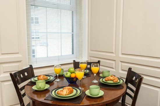 The Kingfisher Capel Street Apartments: Dining Area