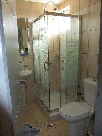 Hotel Macedonia: Bathroom