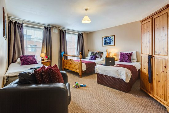 The Kingfisher Capel Street Apartments : Main Double Room. sleeps up to 6