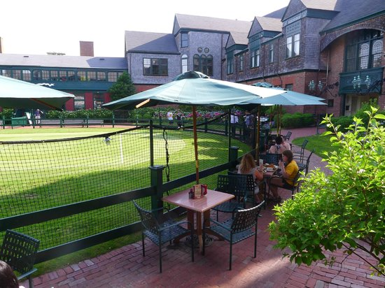 International Tennis Hall of Fame: Dining courtside