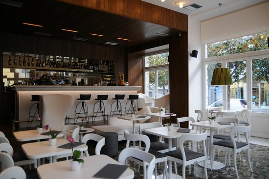Metropolis Café Bistro