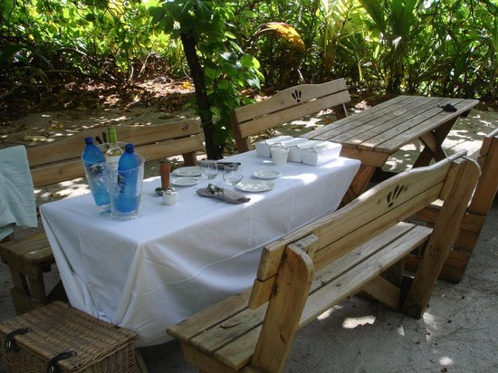Desroches Island: Picnic table all set up by the lovely Francisco