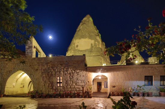 Panoramic Cave Hotel: Night view of upper level