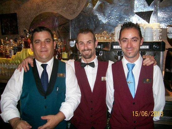 Sandos Monaco Beach Hotel & Spa: Friendly bar staff