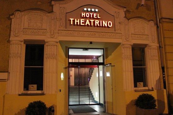 Hotel  Theatrino: Hotel-et set ude fra om aftenen