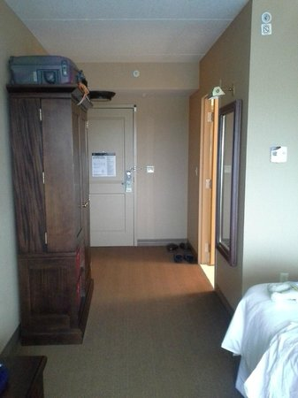 Sheraton Herndon Dulles Airport Hotel: Eingang, Schrank