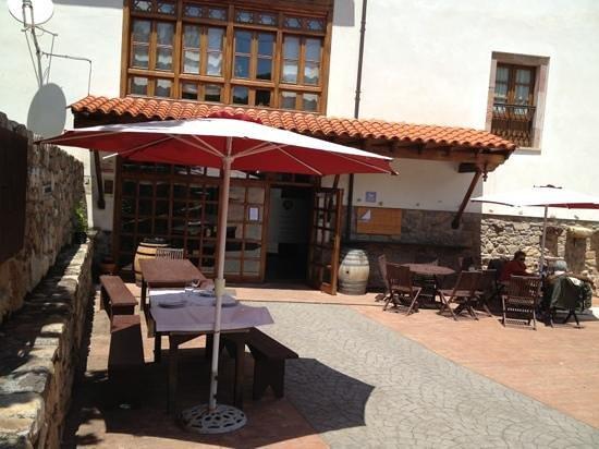 Hotel Torre de Tuña: Sol y buena mesa en Tuña