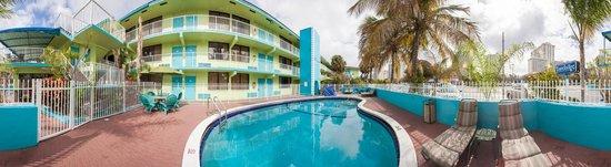 Travelodge Fort Lauderdale Beach: POOL AREA