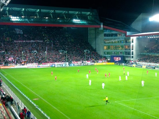 Fritz Walter Stadion: Night match