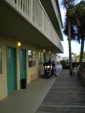 Days Inn Pensacola Beachfront : Parkeren voor de deur