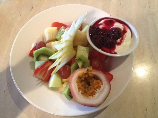 Tropicana Caffe: fruit salad