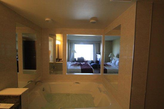 Niagara Falls Marriott Fallsview Hotel & Spa: Hot tub