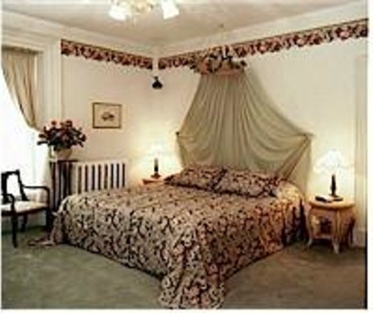 Inn by the Rose Garden: Best Nest - King Bed & Twin Bed - En Suite with Shower