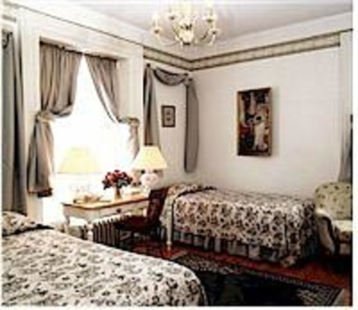 Inn by the Rose Garden: Cherished Memories - Queen Bed - en suite with seated shower