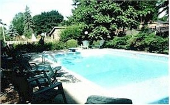 Inn by the Rose Garden : Outdoor Pool and Patio