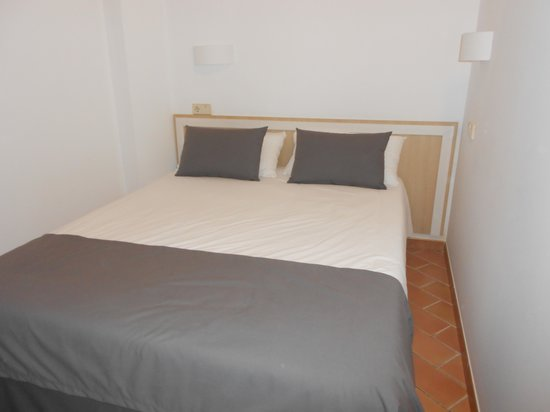 Apartamentos Pierre & Vacances Villa Romana: chambre parentale vue sur le balcon