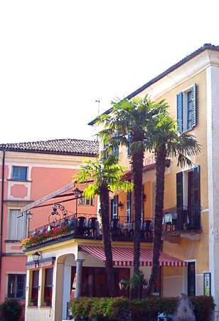 Albergo Ristorante Della Posta: View of the hotel and outdoor terrace