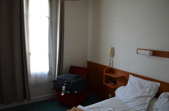 Hotel Nord et Champagne: Clean Mid Sized Rooms