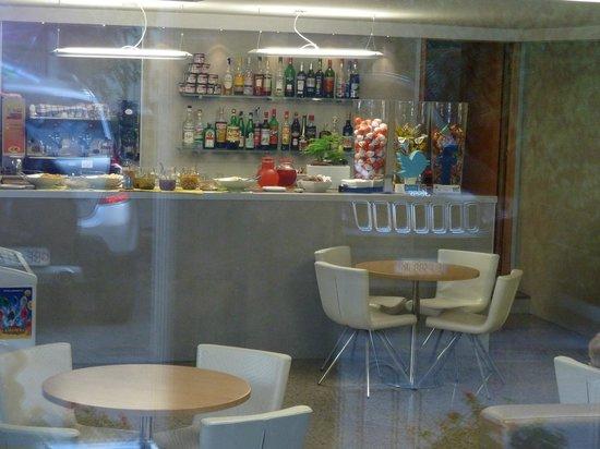 Lotus: Bar