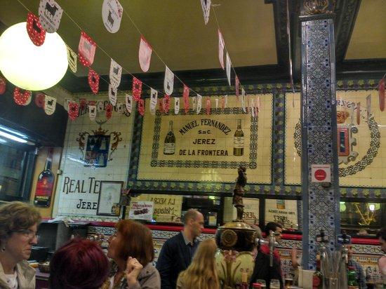 Cafe Iruna : The bar area