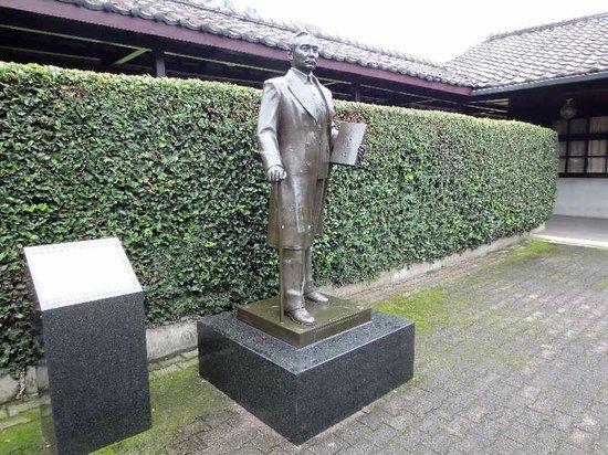 Dr.Sun Yat-sen Memorial House (Sun Yat-sen Park): 3 入口に立つ孫文の銅像