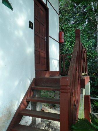 Holiday View Inn Taman Negara : porte de la chambre